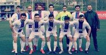 Savaş Demir futbolcularını kutladı