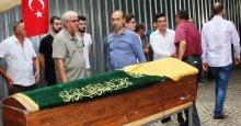 Ali Okumuş, annesine son görevini yaptı