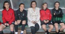 Başkan Hürriyet, kızların yanında!