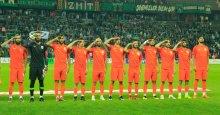 İstiklal Marşı'nı asker selamı ile okudular