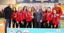 İzmit Belediyespor ve Kağıtspor şampiyon!